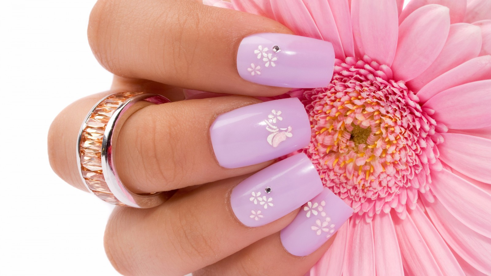 nails-ring-hand-flower