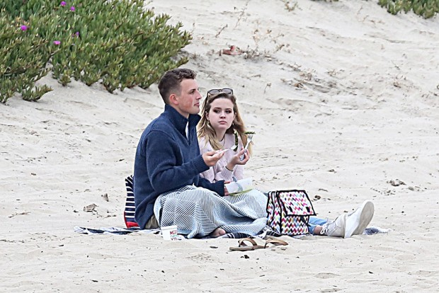 EXCLUSIVE: Reese Witherspoon's daughter Ava Elizabeth Phillippe goes on beach date with new man. The couple eat veggies and cuddle. 03 Jun 2019 Pictured: Ava Elizabeth Philleppe and guy. Photo credit: MEGA TheMegaAgency.com +1 888 505 6342 (Mega Agency TagID: MEGA435874_001.jpg) [Photo via Mega Agency]