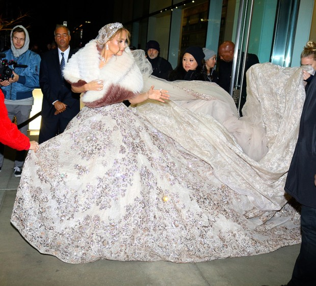 """Jennifer Lopez Looks Stunning In A Beautiful Dress At The """"Marry Me"""" Set In NYC"""