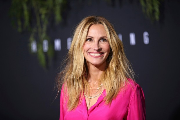 "Mandatory Credit: Photo by Danny Moloshok/Invision/AP/REX/Shutterstock (9943872db) Julia Roberts arrives at the Los Angeles premiere of Amazon Studios' ""Homecoming"", in Los Angeles, CA LA Premiere of ""Homecoming"", Los Angeles, USA - 24 Oct 2018"