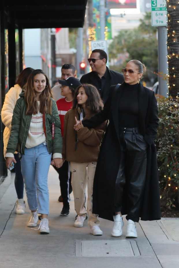Jennifer Lopez does a little Black Friday shopping with her family