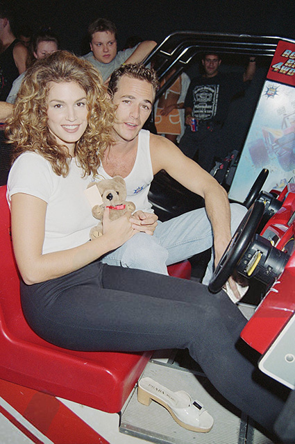 American model and actress Cindy Crawford with actor Luke Perry at Cypress Gardens theme park, Florida, 1995. (Photo by Dave Benett/Getty Images)